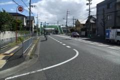 南向き:女性・児童センター前バス停手前左折